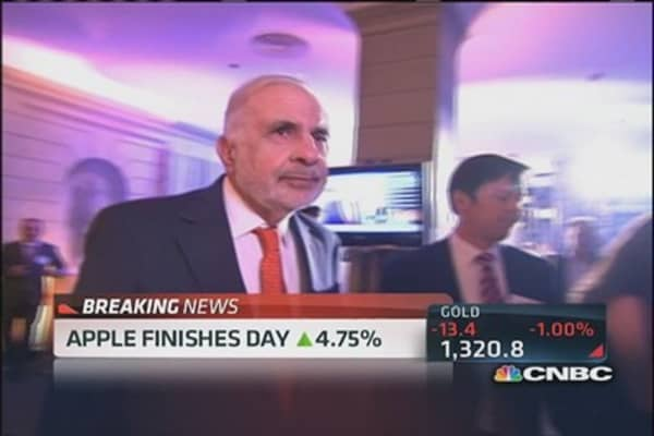 Icahn goes activist on Apple