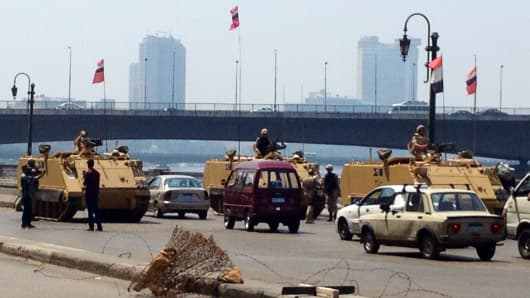 Military blocking access roads to Tahrir Square in Cairo