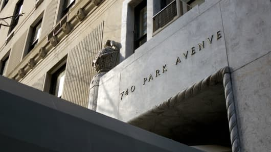 740 Park Avenue in New York City is the scene to a rash of jewelry thefts.