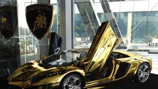 gold lamborghini yours for 7 5 million. Black Bedroom Furniture Sets. Home Design Ideas
