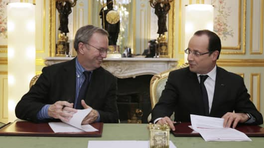 French President Francois Hollande (R) meets with Google Executive Chairman Eric Schmidt during a signing agreement at the Elysee Presidential Palace on February 1, 2013 in Paris.