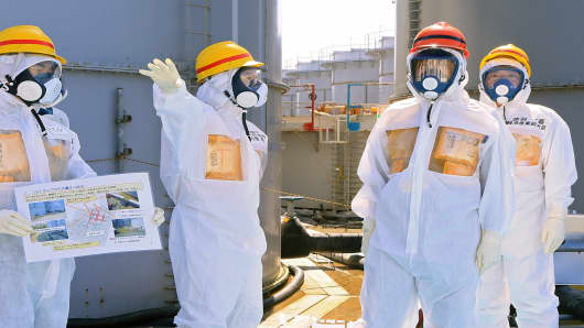 Japanese Prime Minister Shinz Abe (2nd R), told Fukushima's operator to fix radioactive water leaks as he toured the crippled nuclear plant on September 19, less than two weeks after assuring the world the situation was under control.