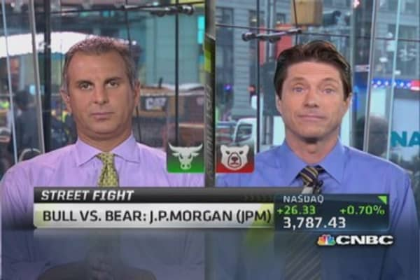 Debate It: Bull vs. bear on JPMorgan