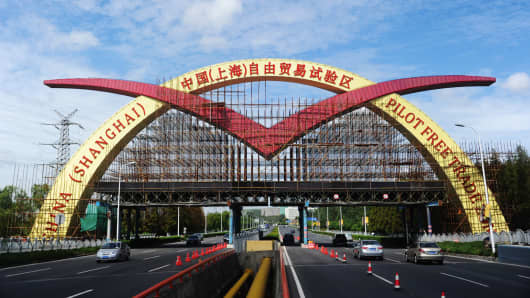 An archway posted with the sign of China (Shanghai) Pilot Free Trade Zone.