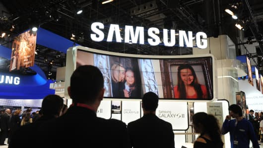Samsung joins digital assistant race with acquisition of Viv