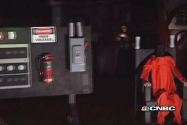 Staged execution 'too much' for Halloween display