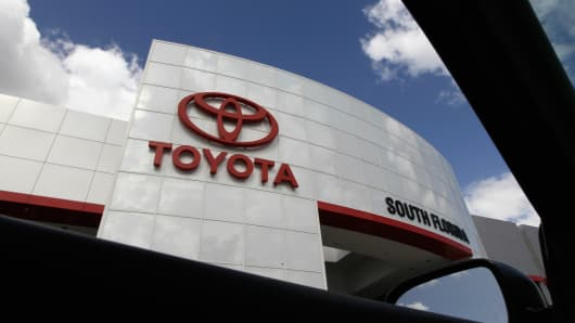 Toyota says record profit expected, keeps Outlook