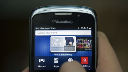 The BlackBerry App World logo is seen on the screen of a BlackBerry Curve smartphone, produced by BlackBerry Ltd.