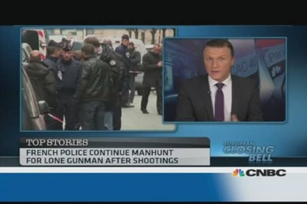 Paris shootings: police on manhunt