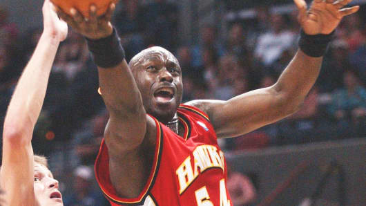 Atlanta Hawks' Obinna Ekezie (54) drives to the basket past San Antonio Spurs' Rasho Nesterovic, March 25, 2005, in San Antonio.
