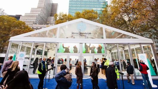 Google's holiday pop-up store showcases tech gadgets. Retailers this year are using temporary retail spaces in more creative ways.