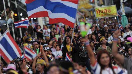 Tens of thousands of pro- and anti-government demonstrators massed in rival rallies in Bangkok at the weekend, as Thailand grappled with its most potent revival of street politics since bloody protests in 2010.