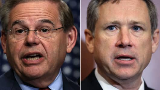 Sens. Bob Menendez, (L) and Mark Kirk