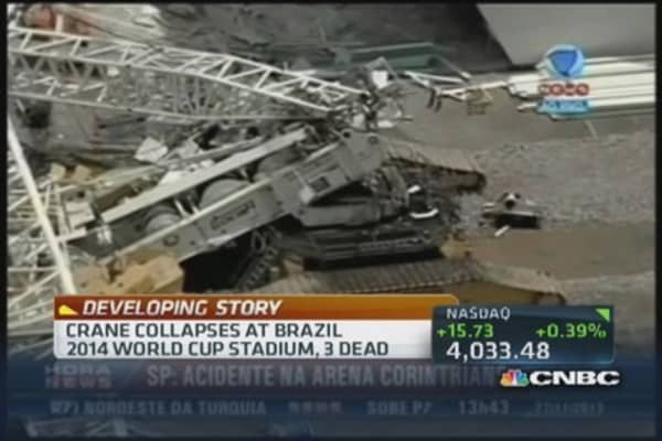 Crane collapses at 2014 World Cup stadium