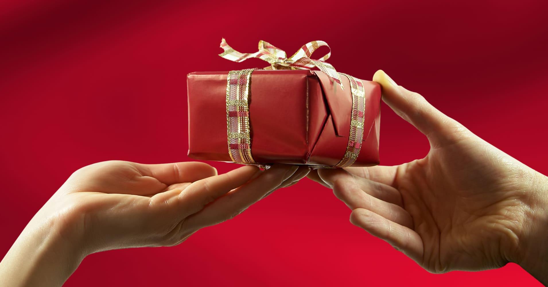 Почему мужчина не дарит подарки? 100