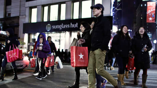 NYC customers outside Macy's Herald Square store on Thanksgiving 2013.