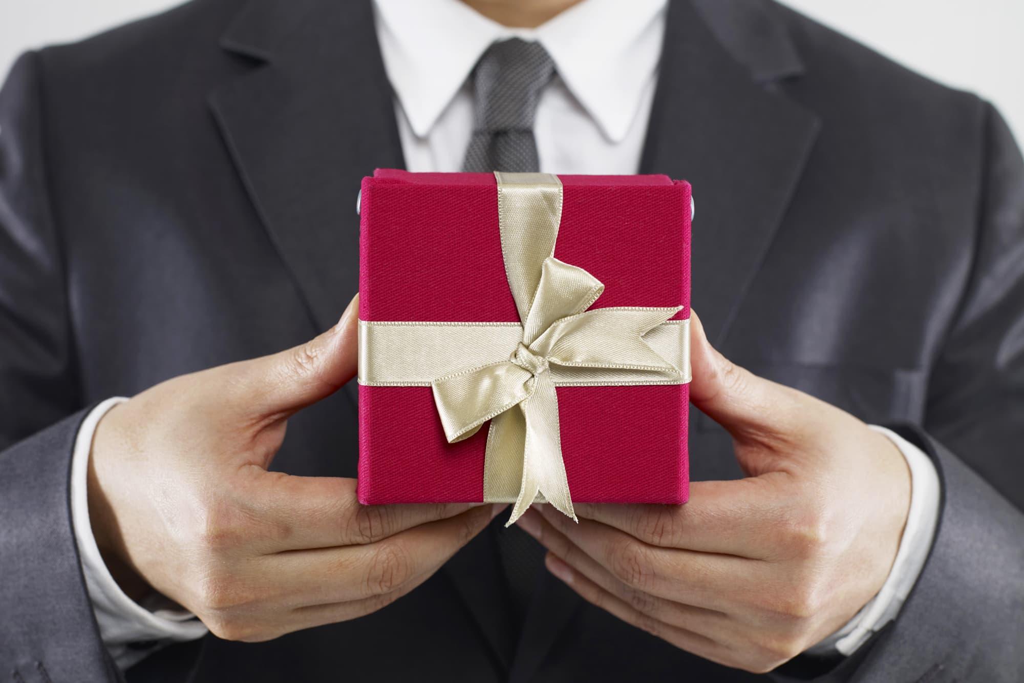 Подарок руководителю мужчине от коллектива