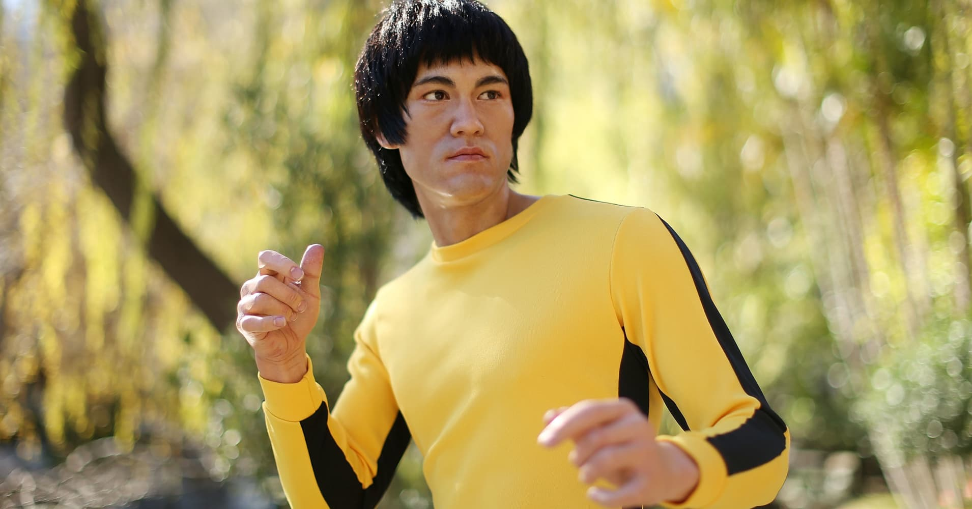 Bruce Lee's shrunken yellow jumpsuit goes under the hammer
