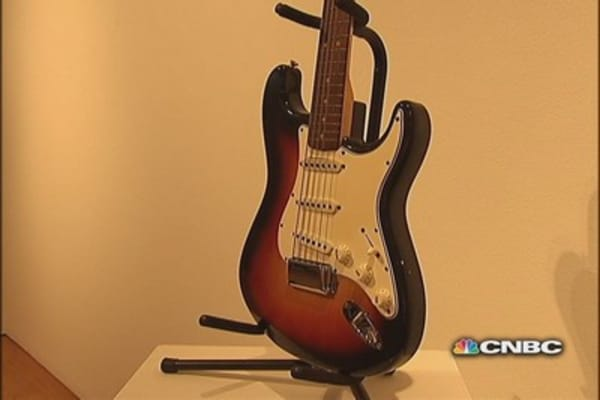 Dylan's guitar brings nearly $1 million