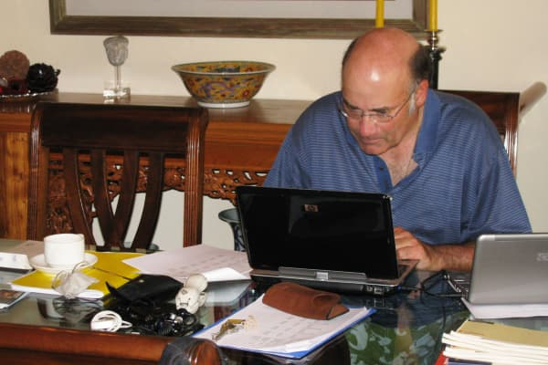 Eric Bartoli working at his home in Lima