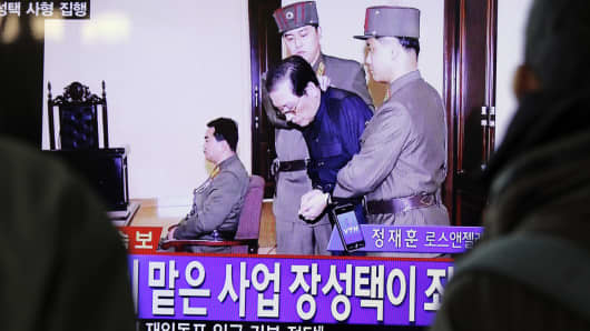 People watch television news showing Jang Song-thaek in court before his execution on December 12, 2013, at the rail station in Seoul on December 13, 2013.