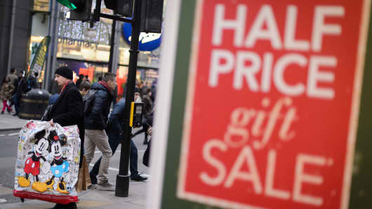 Retailers make last-ditch appeals to holiday shoppers in London.