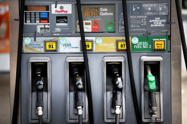 US gasoline prices rose nearly 5 cents over two weeks: Survey
