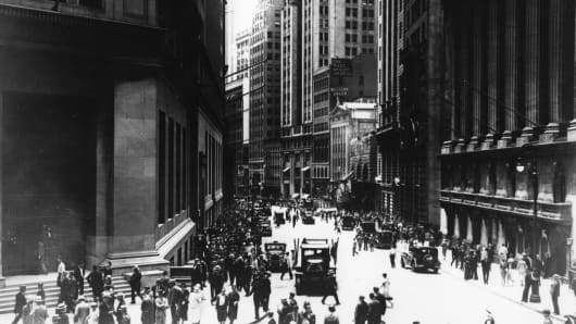circa 1930: A view south on Broad Street from the corner of Wall Street in New York's Financial District.