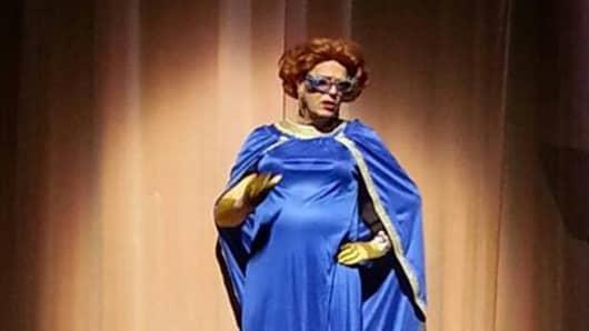 """Gerrit Zalm dressed as """"Priscilla"""""""