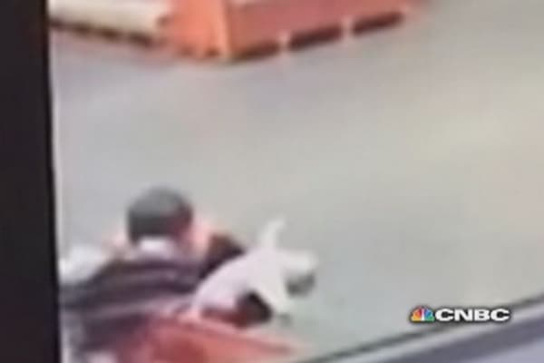 Baby falls out of carriage, woman makes the play