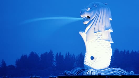 Singapore, Merlion (symbol of Republic) at dusk.