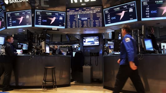 Traders work on the floor of the New York Stock Exchange on January 21, 2014 in New York City.