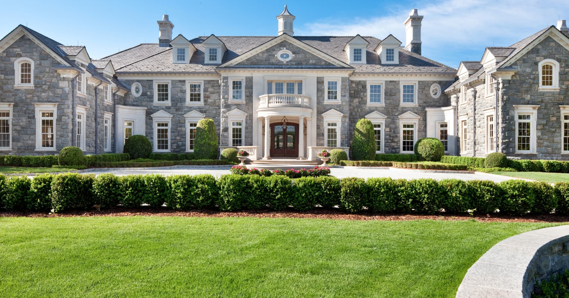 10 insane ways to pimp your megahome for Big mansion homes for sale