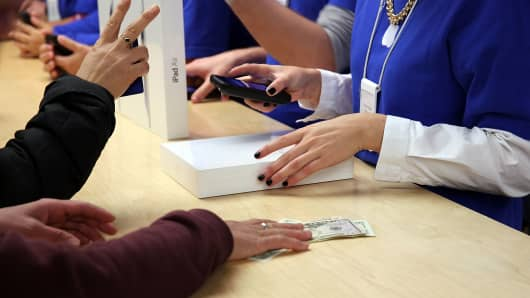 Customers purchase an iPad Air in an Apple Store in NYC.