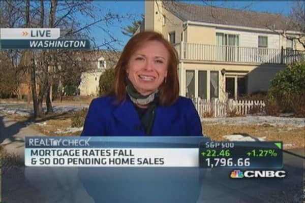 Home sales plunge, outlook not good