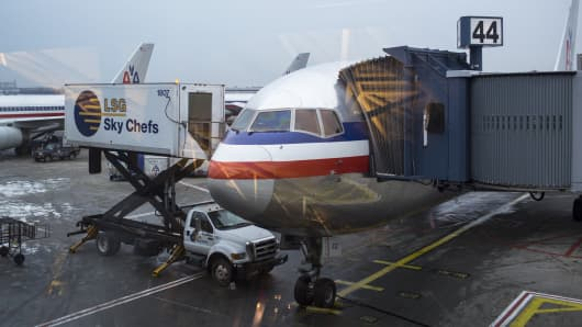 Airport caterer loads plane at LaGuardia Aiport