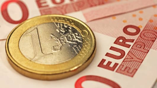 Premium euro coins and bank notes