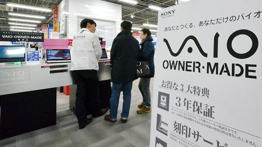 Sony is in talks to sell its personal computer business to a Japanese investment fund as part of the electronics giant's wider restructuring. A business daily said Sony was looking to sell the division to Japan Industrial Partners for between 396 million to 495 million USD.