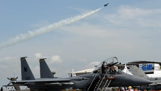 A Singapore's Air Force F16C fighter jet performs an aerial display at Singapore Airshow in Singapore on February 16, 2012.