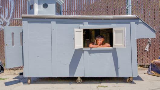 Woman in Kloehn house, Oakland, Calif.