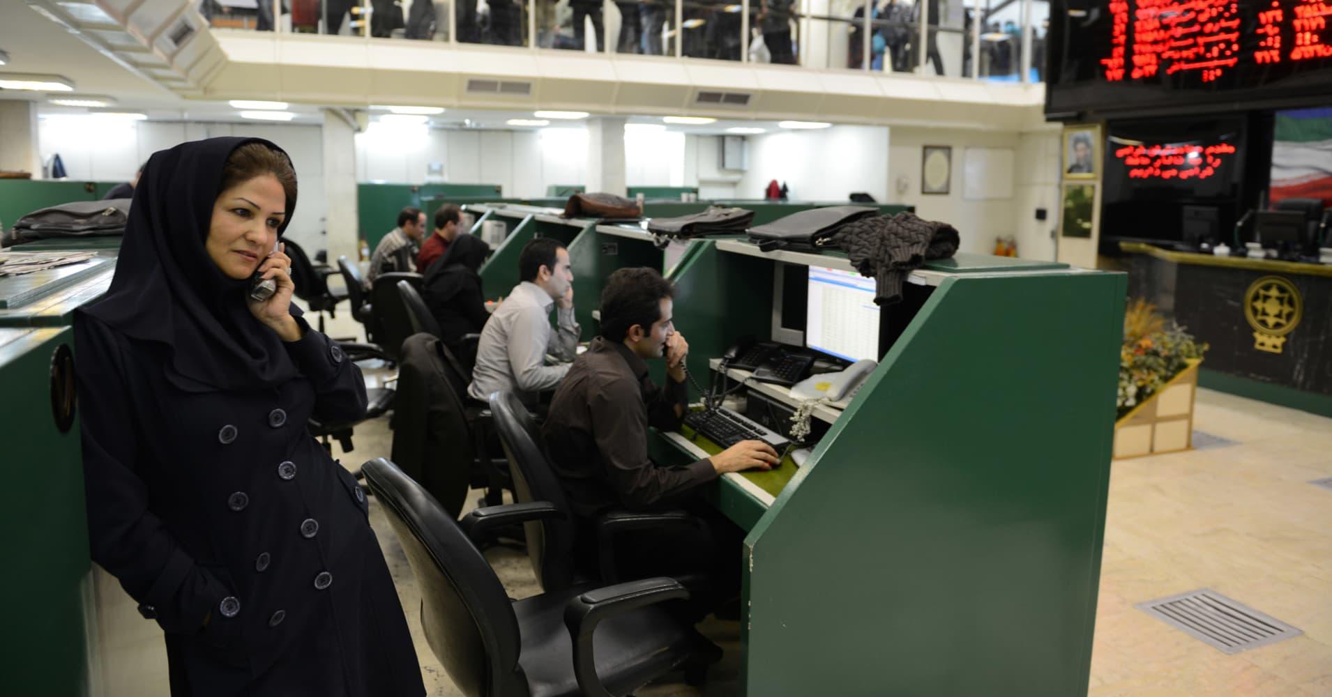102277837-iran-auto-plant.1910x1000.jpg