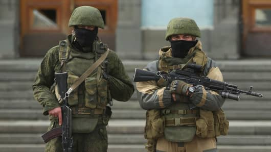 Troops displaying no identifying insignia but were mingling with local pro-Russian militants stand guard outside a government building on March 2, 2014, in Simferopol, Ukraine.