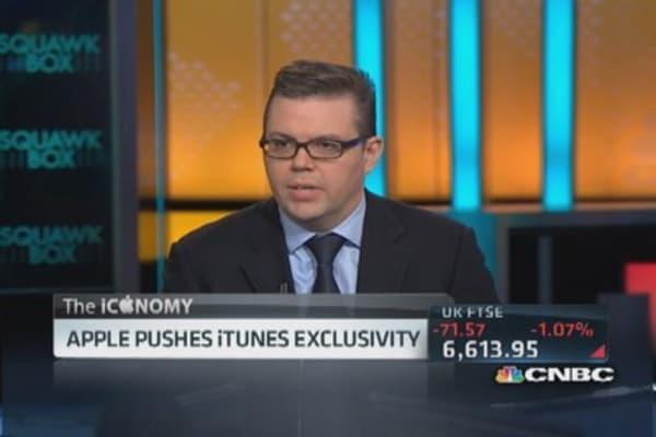Apple pushes iTunes exclusivity