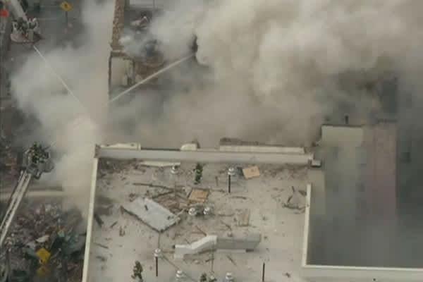 イーストハーレムでビルが爆発倒壊高架線路に散らばる残骸、立ち込める煙事故かテロか?アメリカ ニューヨーク defence health saigai %e4%bd%8f%e5%b1%85 jiken
