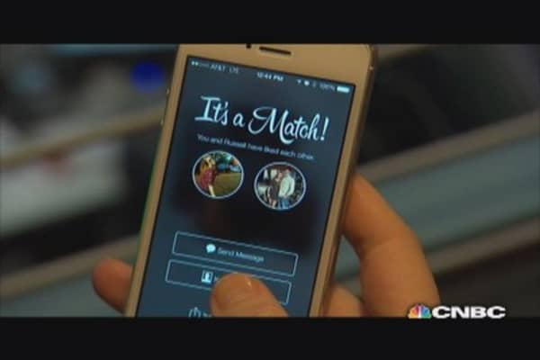'Fast Money' producer tests out Tinder app
