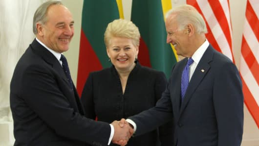 Latvian President Andris Berzins (L), and Lithuania's President Dalia Grybauskaite pose with U.S. Vice President Joe Biden prior to a meeting in Vilnius on March 19, 2014.
