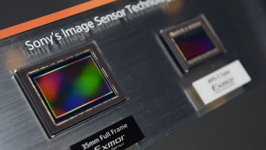 A sample of Sony Corp.'s Exmor complementary metaloxidesemiconductor (CMOS) full-frame image sensor is displayed at an unveiling in Tokyo, Japan.