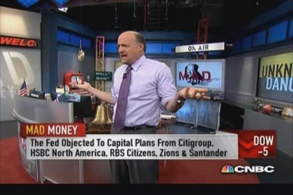 Cramer navigates a 'confusing' market