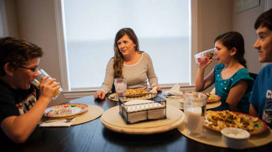 Alice Korey eats dinner with her kids Alex, 12, left, Elana and Luke