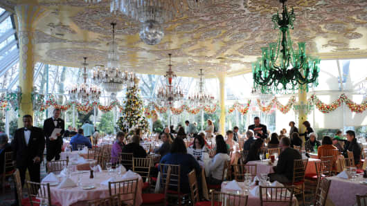 Customers seated for lunch at Tavern on the Green December 29, 2009 in New York. The famed restaurant is set to reopen on April 24th, 2014.